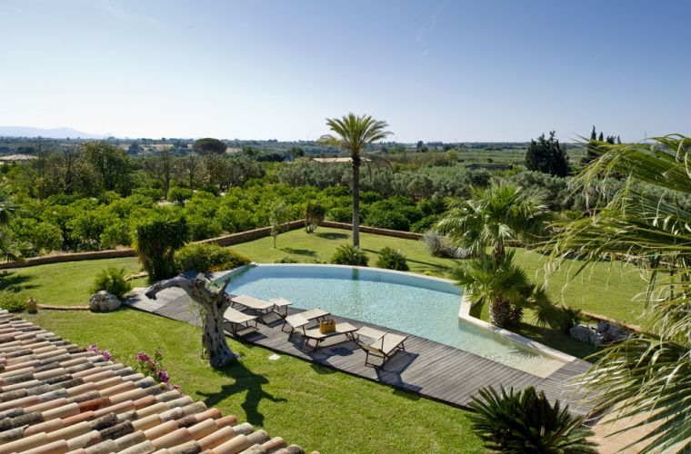 You will be surrounded by lemon trees, palms, green grass and other typical Sicilian flora.