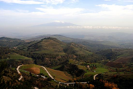 Overview with Etna volcano on the background (photo esplorasicilia.com)