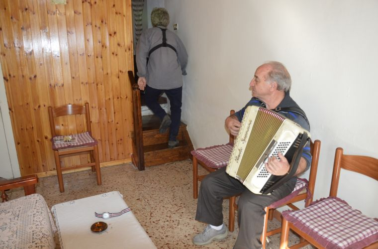 A local with the accordion playing a Sicilian folk song for us