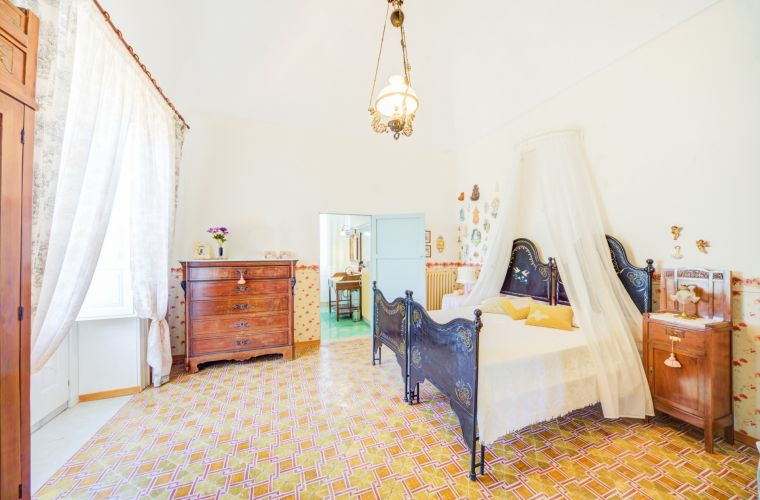 The furniture is antique but restored and well preserved with typical wrought iron beds: are you sure not to be in a movie scene?