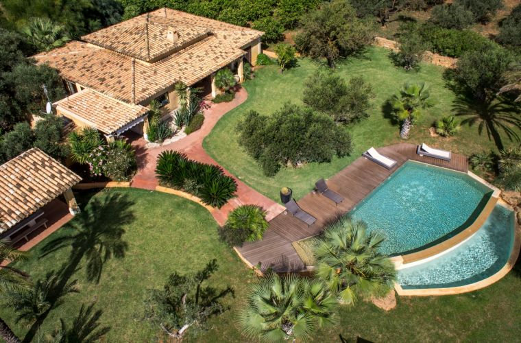 This extremely luxurious and peaceful villa is like an oasis situated on the south – western coast of Sicily