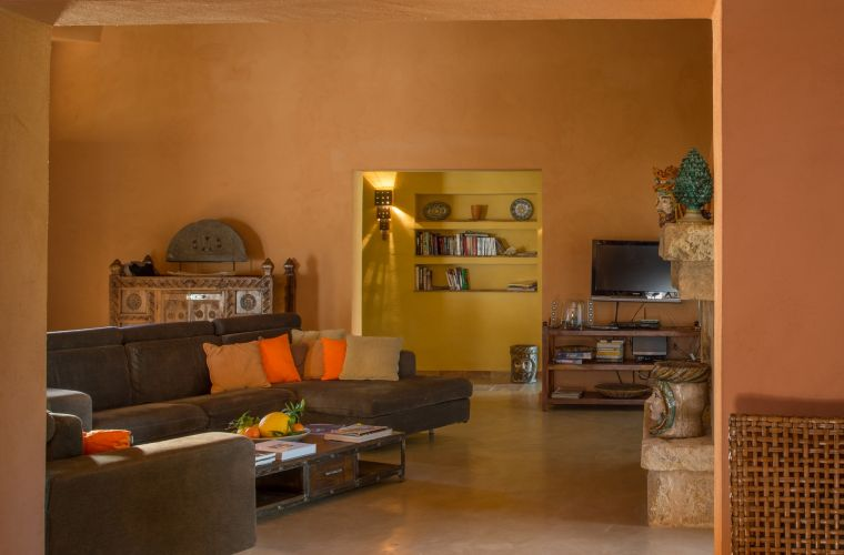 You can rest in front of the stone fireplace decorated with typical Sicilian ceramics
